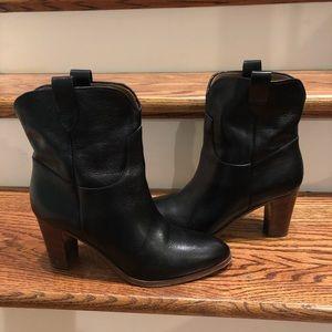 Frye women's Ankle boots sz 9 Italian made